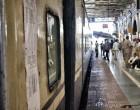 Zug-in-Indien,-Agra