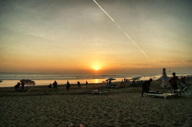 14 Tage Bali Urlaub - Sonnenuntergang am Strand