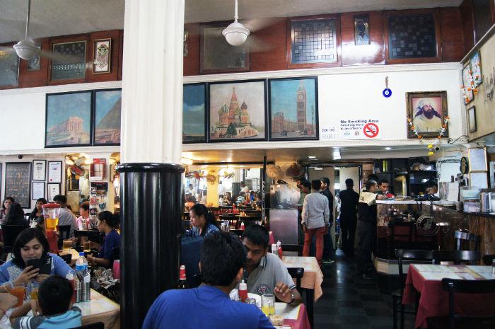 Leopold Cafe Mumbai innen