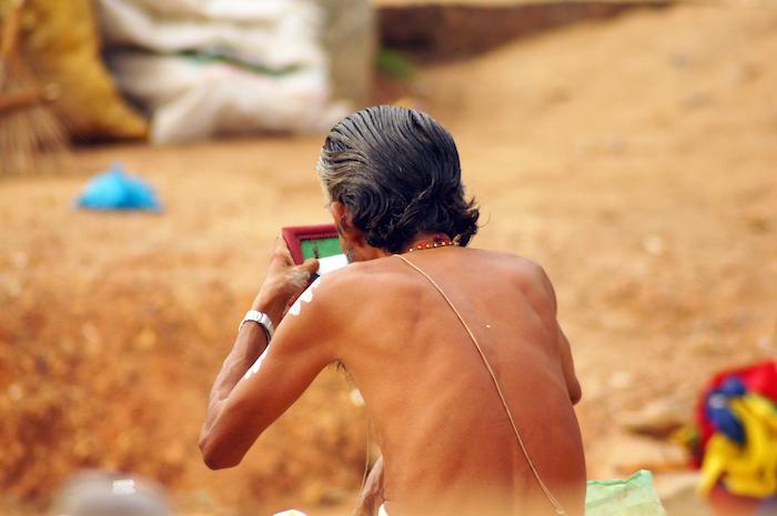 Urlaub in Indien Priester mit Schminke