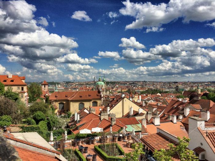 A trip to Prague Vordergrund Restaurant Valoria mit Aussicht