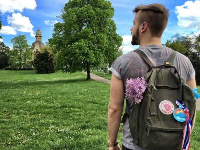 Reise nach Prag ich wandernd im fruehling mit flieder