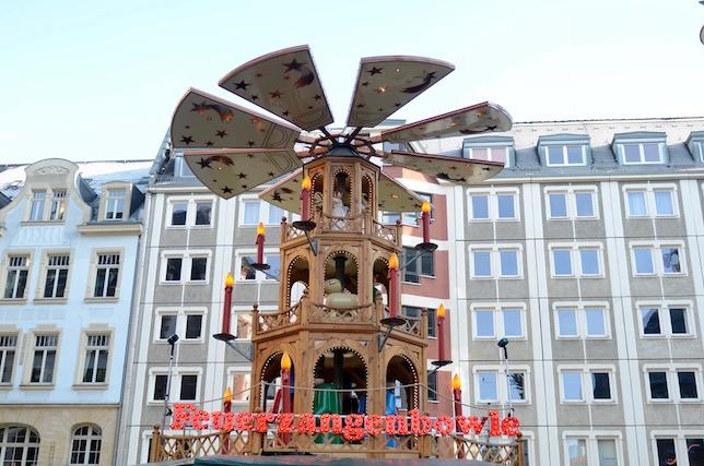 weihnachtsmarkt-leizig-muehle-vor-gebaeuden